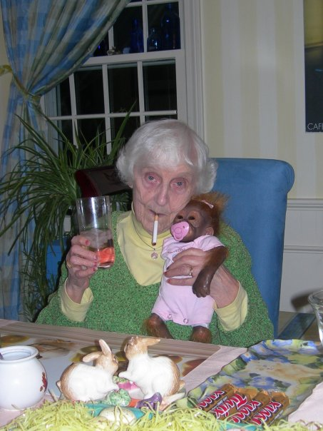 old lady with her monkey - pichars.org