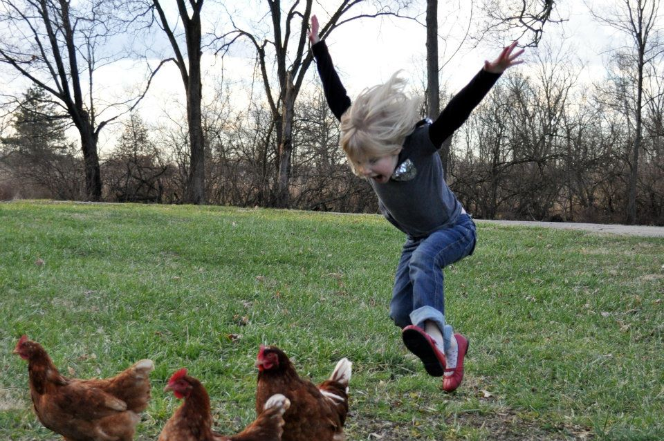 girl attacking chickens - pichars.org